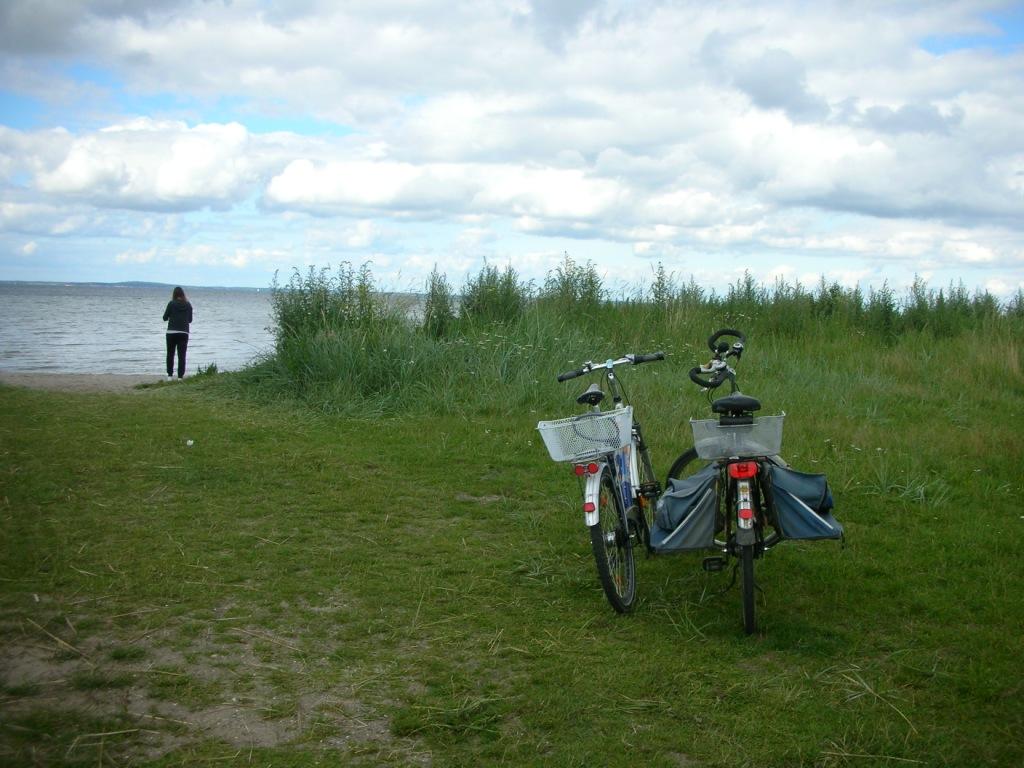 mit dem Fahrrad an den Strand