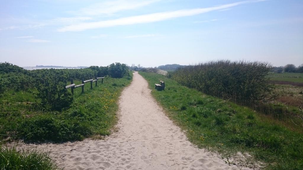 ruhiger Spazierweg
